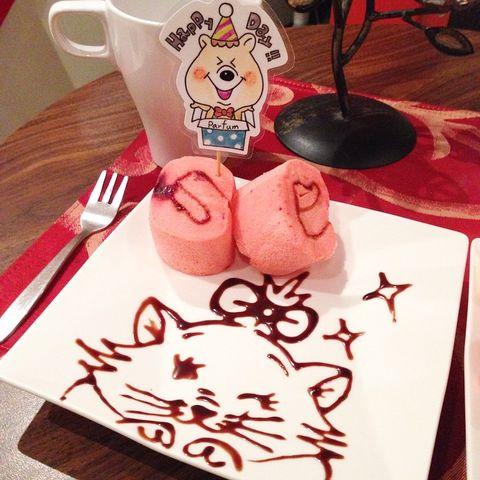 摆盘很可爱但是蛋糕不好吃哈哈#摆盘##可爱##玛莉猫